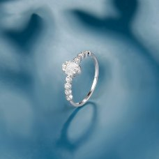 Daun Diamond Ring 18K White Gold