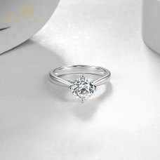 Kaia Solitaire Engagement Ring Casing 18K White Gold / Platinum