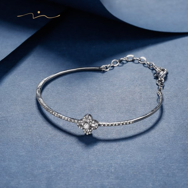 Nique Diamond Bangle 18K White Gold