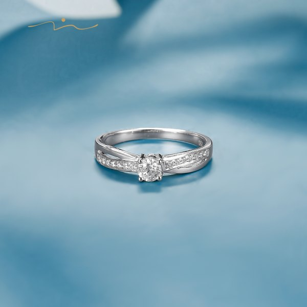 Iginus Diamond Ring 18K White Gold