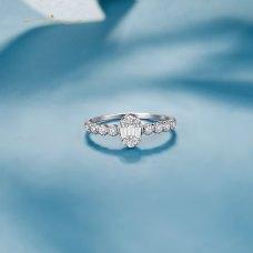 Daun Diamond Ring 18K White Gold